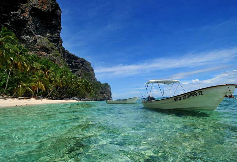 Crystal clear waters, which allow you to enjoy the corals.